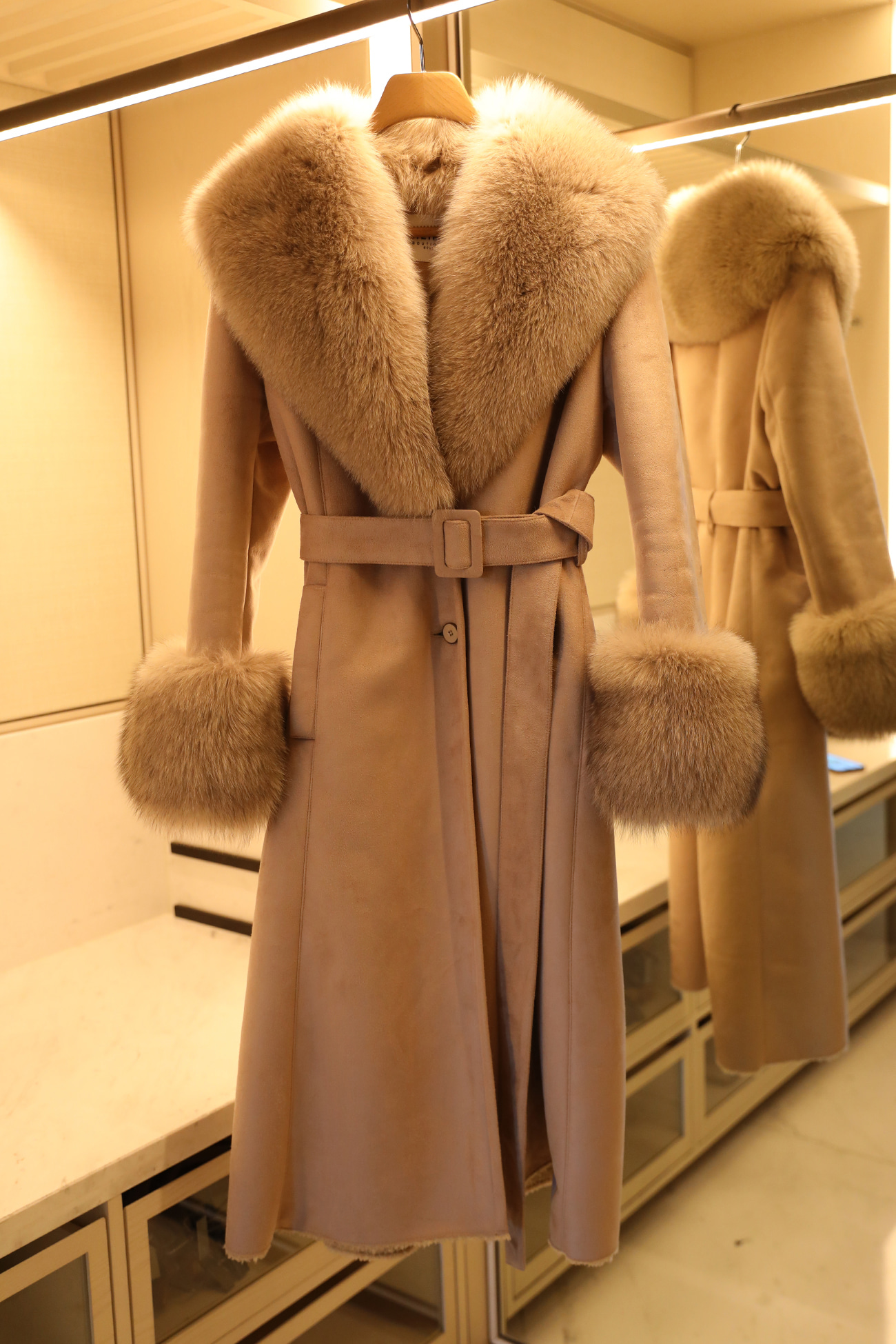HIGH QUALITY LINE -  ELEGANT SILHOUETTE FOXY COAT (BEIGE)